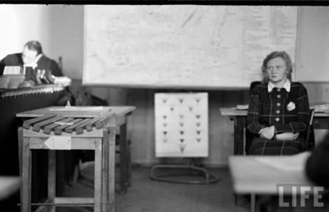"""""""Procesul Ilsei Koch"""", fotografie de Walter Sanders (1950)"""