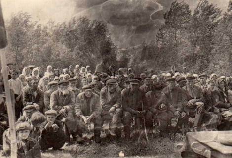 Curtea sătească. Comuna Buguruslanskii din gubernia Samara. Fotografie din 1900-1903. Sursa: newsmen-lj.livejournal.com