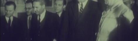 """EXPOZIȚIA """"VALEA JIULUI"""" DE AUREL BAUGH (cadru), România, 1946, Jurnal sonor ONC nr. 4 / 1946, subiect b. În imagine, de la stânga la dreapta: 1. Necunoscut, 2. Sașa Pană, 3. Aurel Baugh, 4. Necunoscut, 5. Geo Bogza, 6. Petru Groza"""
